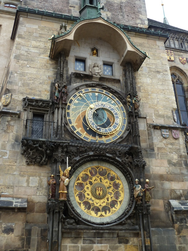 A chaque heure, l'horloge de l'Hôtel de ville offre un spectacle...